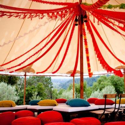 Украшение палатки на случаи жизни