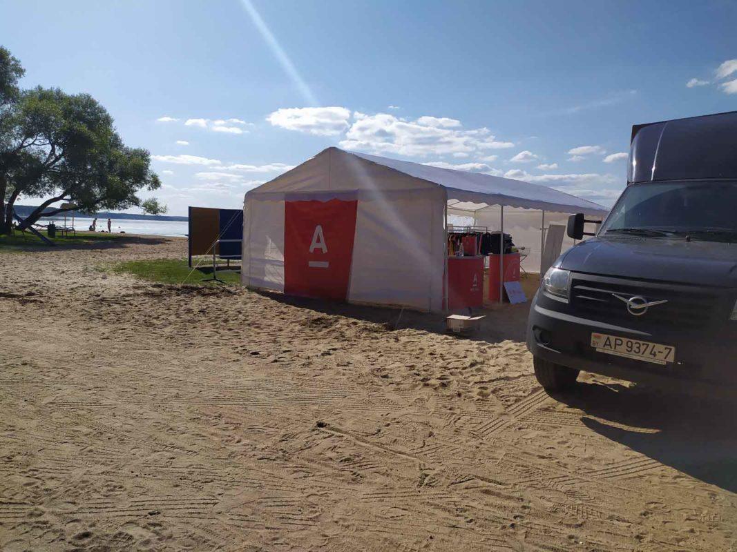 Наши шатры на спортивном мероприятии на берегу Минского Моря